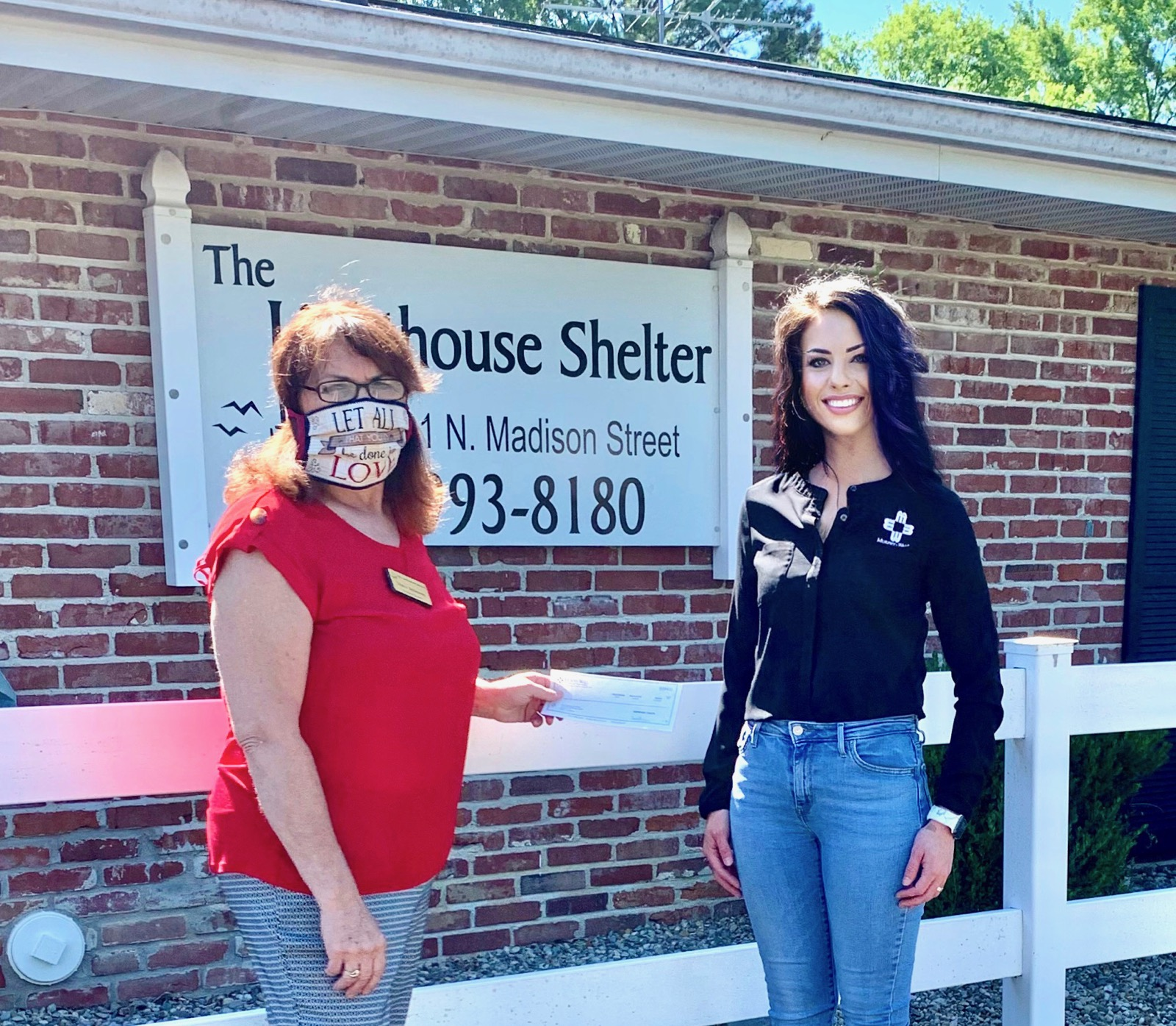 Murphy-Wall State Bank Marion Branch Manager Bailey Thompson gives The Lighthouse Shelter of Marion Director Shara Robinson an FHLB COVID Relief donation