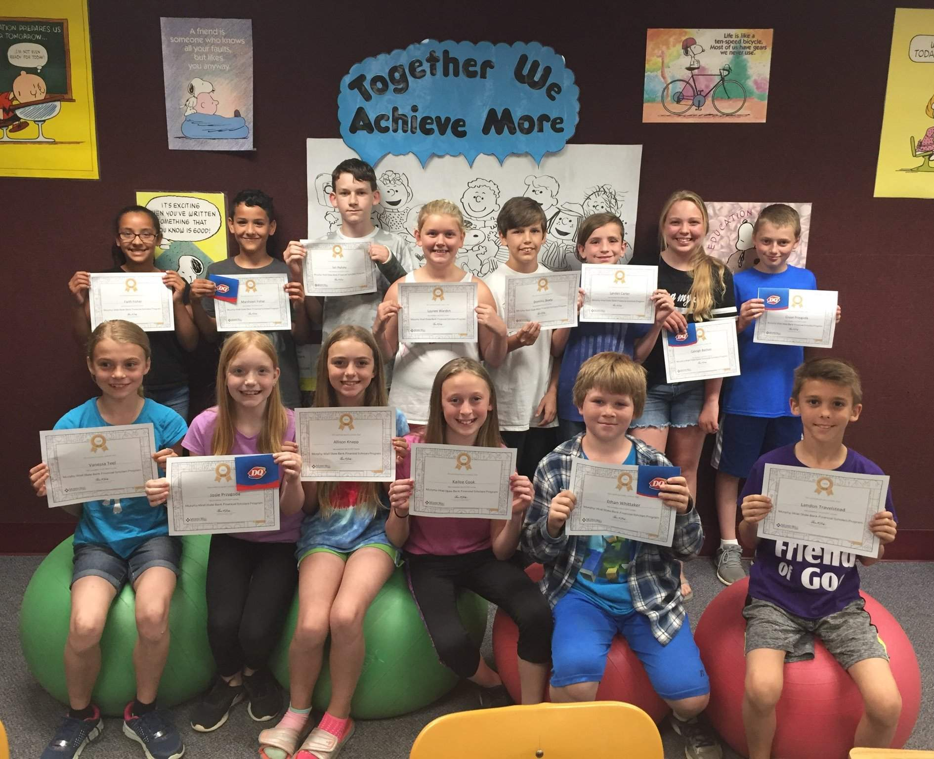 Ms. Fulk's 5th grade class at Community Consolidated District 204 pose for Murphy-Wall State Bank's EverFi