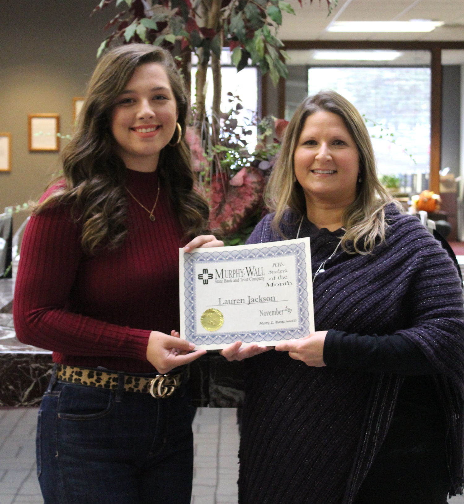 Murphy-Wall State Bank AVP Kathy Kellerman give the 2019 November Student of the Month Award to Lauren Jackson, PCHS Student